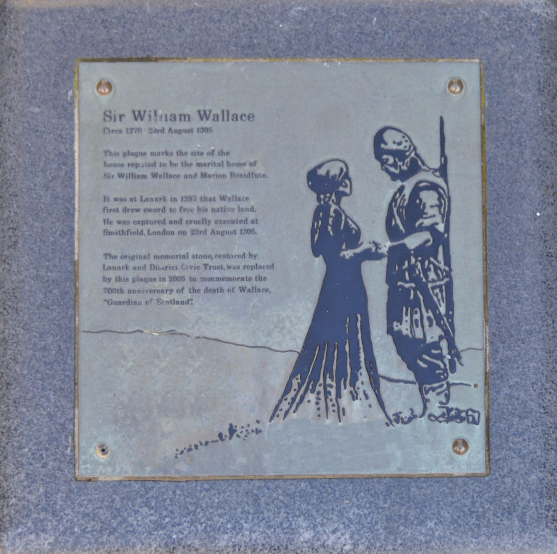 Photo of William Wallace memorial plaque in Castlegate, Lanark